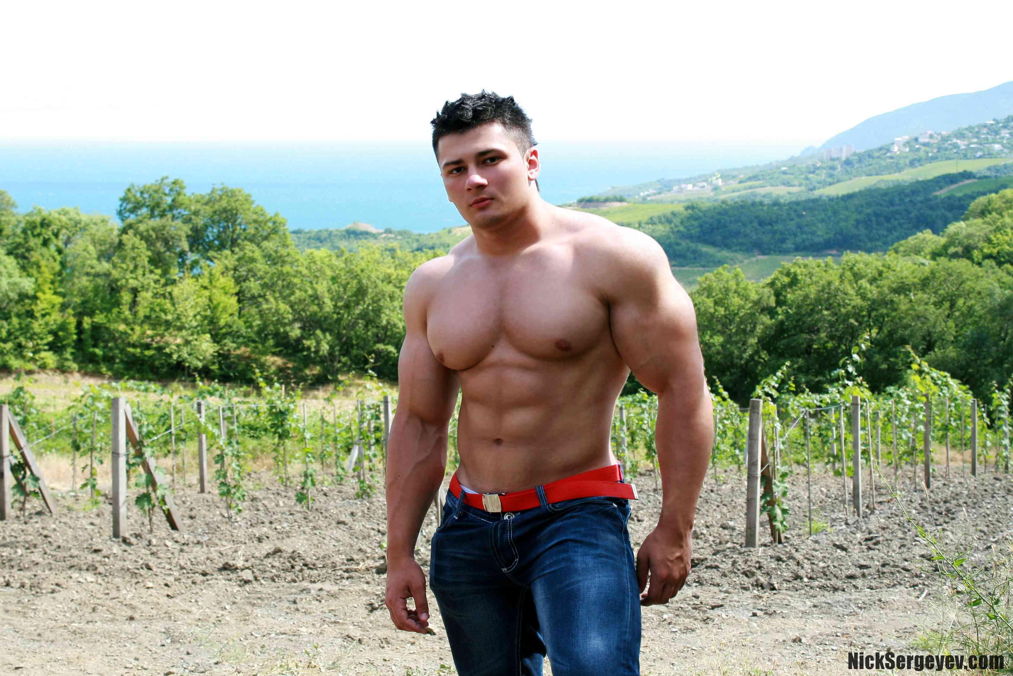 Смотреть на мускулистых парней 16 фотография
